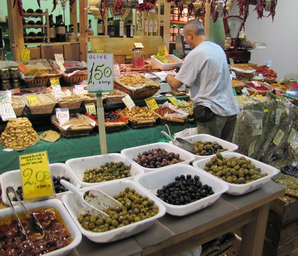 Olive heaven Chillis Firenze Mercato Centrale Merchant Olives & Olives Market Delisioso Hungry! Live Love Shop