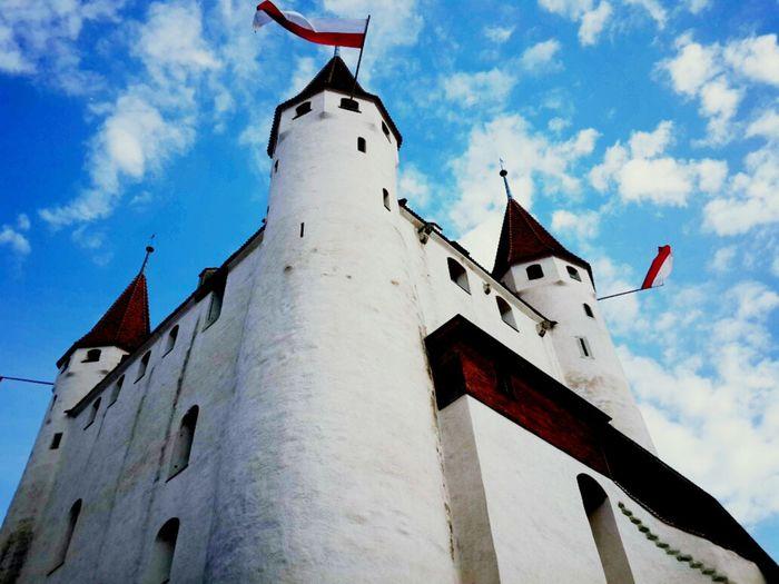 酒店跟图恩城堡连在一起 Thun Castle Switzerland Traveling The View From My Window Color Photography Photography Sky