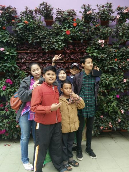 my annoy family Just Chillin' Hanging Out Helloworld Holidaysmoment Funtimes Chillax 2016😍 Happysunday Roundtheworld
