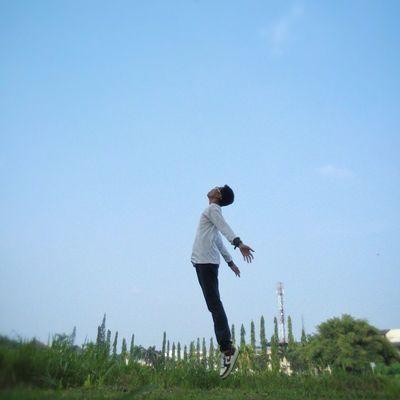 lagi demen Levitasi 😁| pic taken by @syahafsa ____________________________________Levitation Levitasi Levitasihore Levitationphotography levitasiku