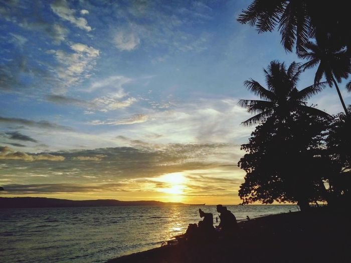 Relaxing in the sunset EyeEmBestPics EyeEm EyeEm Indonesia EyeEm Best Shots Beach Waves Hello World Nature EyeEm Nature Lover Sunset Skyporn Sunset_collection
