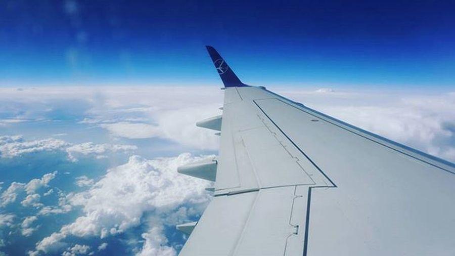 Прювед) Plane Sky Bluesky Cloud Clouds Lot Flight літак небо хмари блакить крило облака синева самолет крыло Полет Ukraine Україна украина A6000 Sony Sonya6000