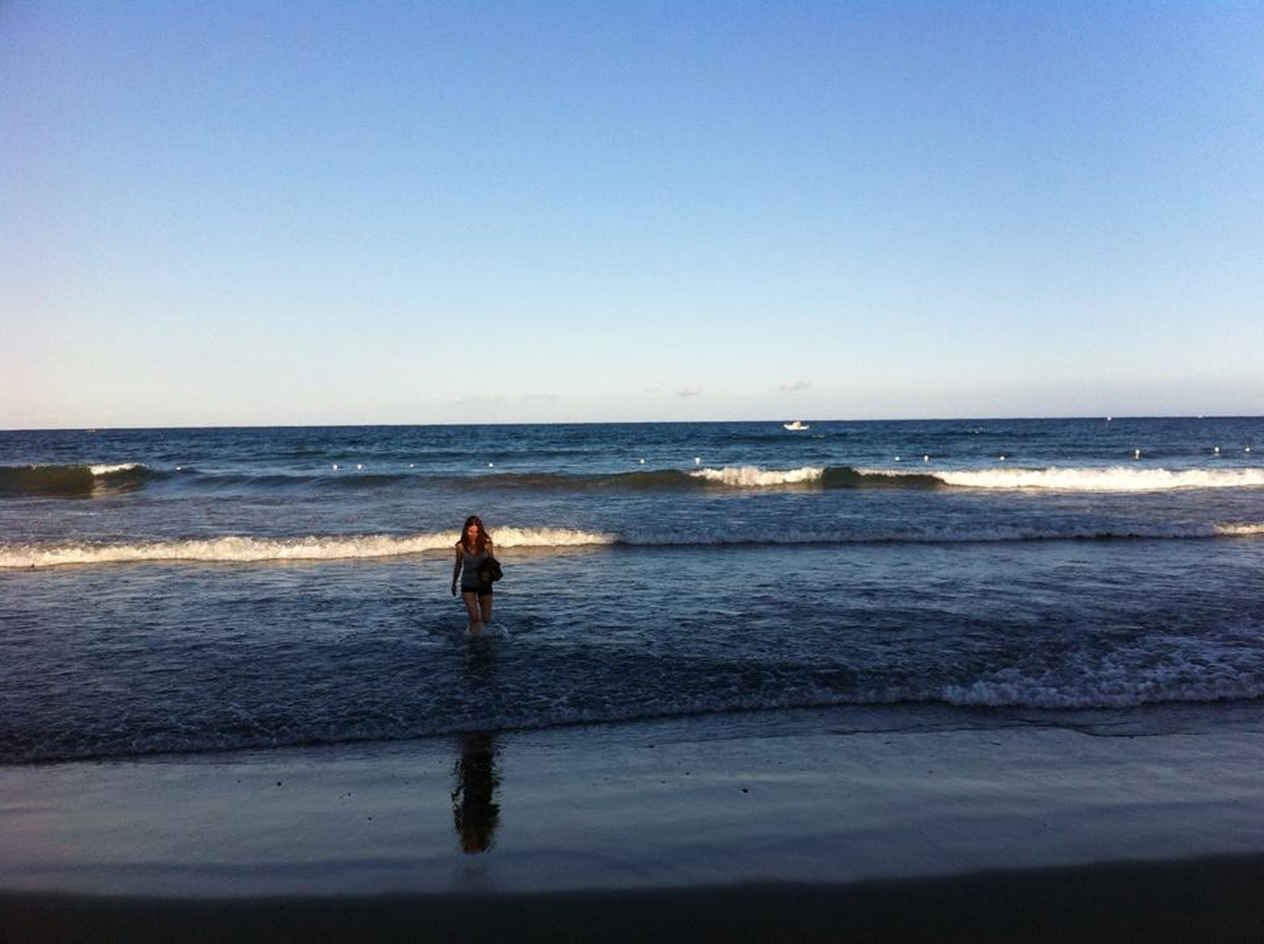 sea, horizon over water, beach, water, clear sky, shore, copy space, leisure activity, lifestyles, full length, scenics, vacations, sand, standing, tranquil scene, wave, rear view, tranquility