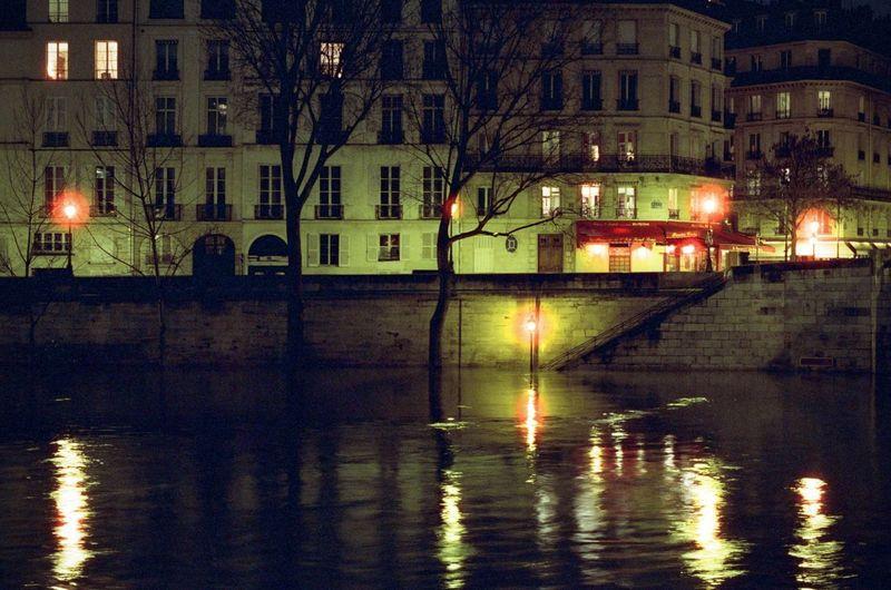 CineStill 800T Nightphotography Nikon F4 Seine Cinestill City Night