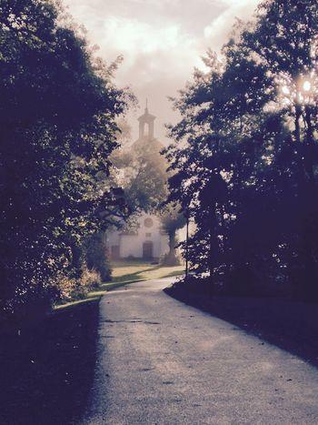 Dagens morgonbild i Alingsås. 8:41 tog jag den. Det är landskyrkan