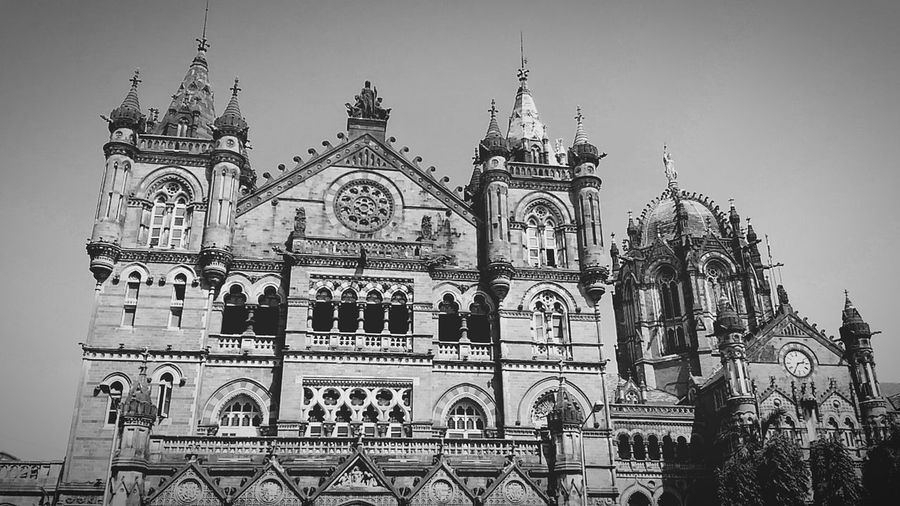 UNESCO World Heritage Site🏯... Hanging Out Eye4photography  Shot On Zenfone2laser Traveling Streetphotography Streetphoto_bw Heritagesite Chatrapatishivajiterminus