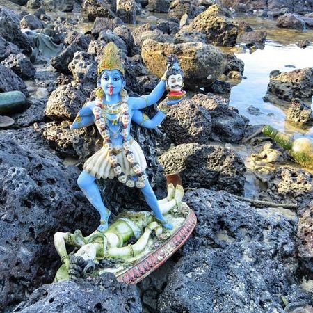 Les statues de kali & Shiva laissées au bord de l'eau #ilemaurice #mauritius #religion Religion Mauritius Ilemaurice Igersmauritius