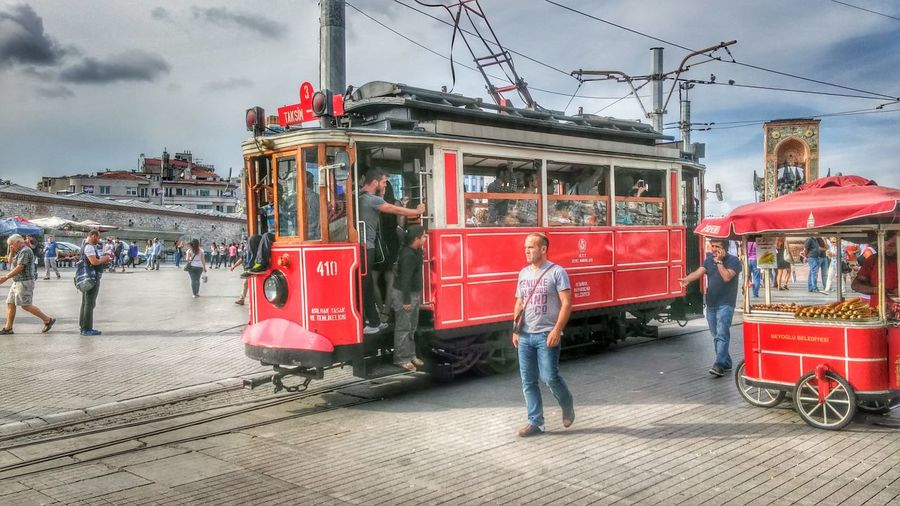 istanbul turkiyeıstanbul Istanbul Turkey Taksim Türkiye Türkei Straßenfotografie Straßenbahn Outdoors City One Person Sky Adults Only Cloud - Sky Only Men People Day Architecture Adult First Eyeem Photo