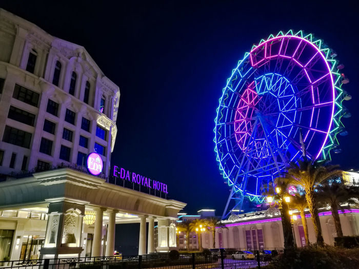 Night Illuminated Celebration Arts Culture And Entertainment Christmas Christmas Decoration Architecture Nightlife Building Exterior Outdoors No People Low Angle View Christmas Market Built Structure City P9 Huawei 台灣 HuaweiP9 台灣文化 Nightphotography Night Lights