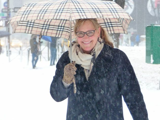 Warm smiles Smiling Cheerful Winter Looking At Camera Snowstorm Snowday Blizzard2017 Blizzard 2017 Stella Blizzard New York City Winter Women Around The World BYOPaper!