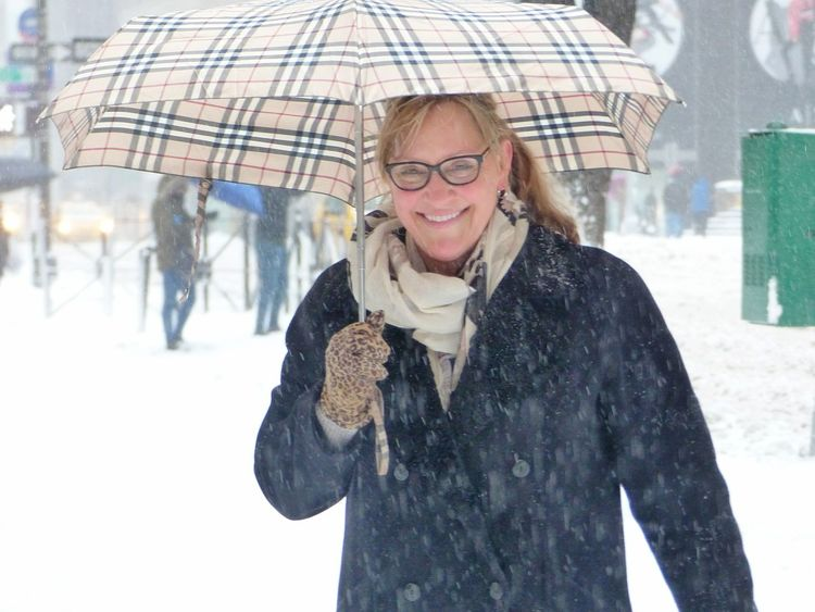 Warm smiles Smiling Cheerful Winter Looking At Camera Snowstorm Snowday Blizzard2017 Blizzard 2017 Stella Blizzard New York City Winter Women Around The World BYOPaper!
