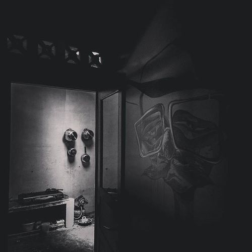 Behind side Photooftheday Photographer Bestoftheday Blackandwhite Glasses Mural Painting Home Streetart Art Followme Artist Like4like First Findartdoors Worldeye Liker Photographylovers Indonesia_photography Beautiful Jhushinshu Blackandwhitephotography