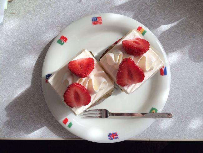 このケーキ屋さんにキレイなおねーさんがおるとです。彼女目当てでちょいちょいケーキ買ってます。 Foofporn Enjoying Life