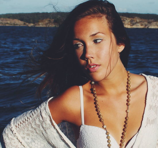 The Portraitist - 2016 EyeEm Awards People Of The Oceans Beautiful Face Summer Beach Girl Young Women Beauty Real People People Faces Of EyeEm Young Beautiful Girl Beautiful Woman Uniqueness