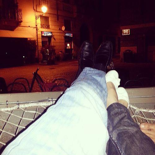 Vidim da je sad trend da se izbaci slika sa nogama...e pa ja sam cekao da slikam moje u Italiji, dok lezim ispred bara :P
