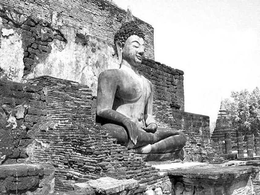 Sukothai Thailand Southeastasia ASIA Travalling Travel Travelphotography Mytravelgram All_shots F4F Backpacker Vscocam Vscoitalia VSCO VSCOPH Igerstravel Igersitalia Monochrome Blackandwhite Bw_crew Bw Bw_lover Bw_society Bw Temple buddha serenity