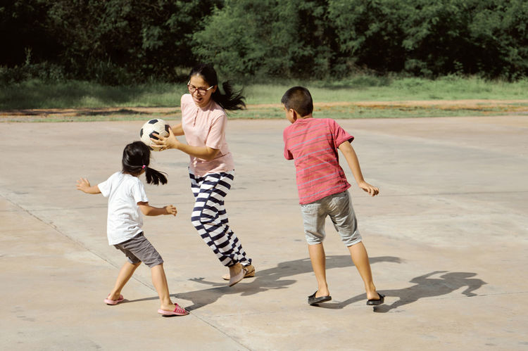 Boys Casual Clothing Child Childhood Day Emotion Family Females Full Length Girls Group Of People Healthy Lifestyle Offspring Outdoors Playing Sunny Day Togetherness Women