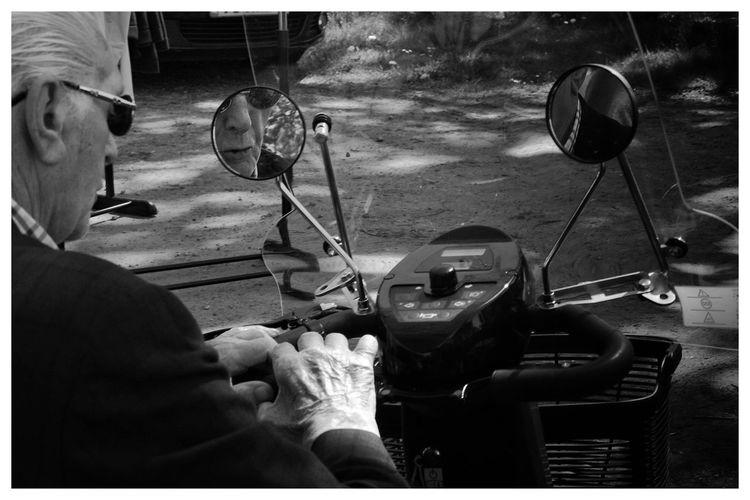 Mirror capture Mirror Old Man Blackandwhite Blackandwhite Photography Blackandwhitephotography Black And White Black And White Photography EyeEm Best Shots - Black + White Men Visual Creativity