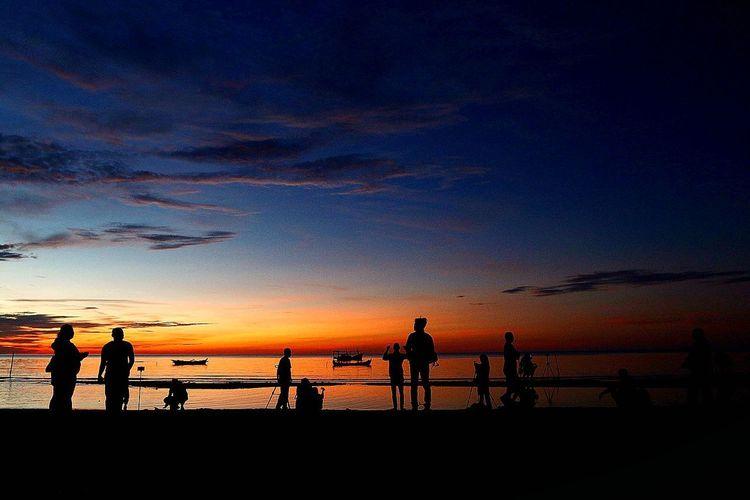 Sunrise, Nyiur Melambai Beach, Belitung Sea Sea And Sky Human Fenomenal Keajaiban Beach Shillouette INDONESIA Destination Gerhanamataharitotal Solar Eclipse Sea And Sky Pantai Destinations Belitung Siluette World International Poeple Colors Beach Volleyball Star - Space Match - Sport