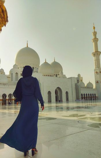 EyeEmNewHere EyeEm Best Shots Mosque Arab Architecture Summer Sunset Abudhabi UAE Travel Destinations Traditional Clothing Religion Architecture Adults Only History One Woman Only Beauty Day An Eye For Travel