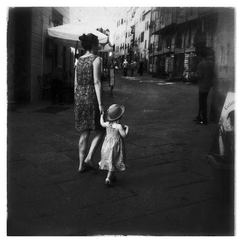 Shopping at Piazza Garibaldi IPhoneography NEM Black&white Mobileart AMPt_community