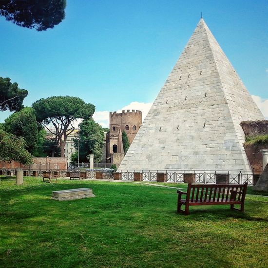 Pyramid Of Cestius Protestant Cemetery Rome Pyramid Caio Cestio