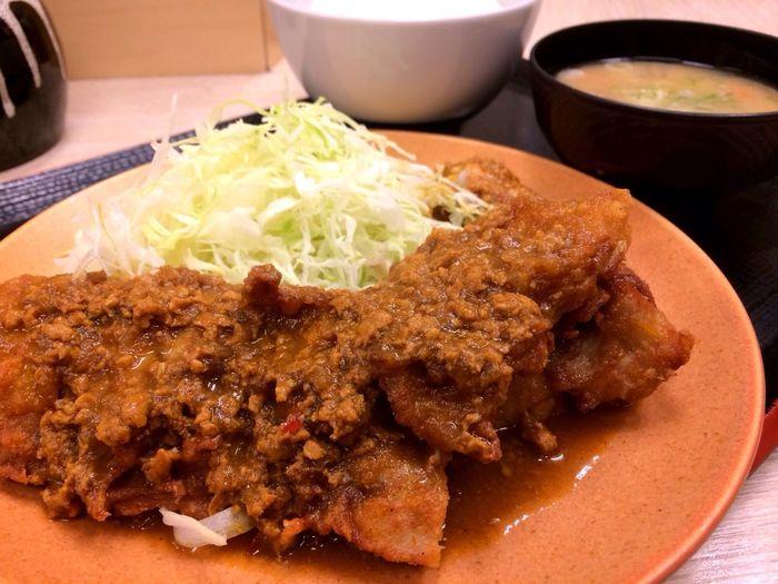 唐揚げ定食(キーマカレーソース)