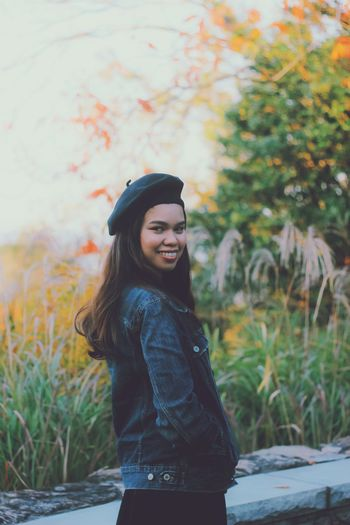 Beauty in autumn. Women Fall portrait of a friend Fashion Japan Japan Photography Portraits Of EyeEm Millenials Portrait Of A Woman Nature Nature Photography Nature_collection Portrait Portrait Photography Japan Photography Smile Love Young Women Leisure Activity Young Adult One Person Real People Standing Lifestyles Smiling Clothing Casual Clothing Hairstyle Long Hair Hair Autumn Mood