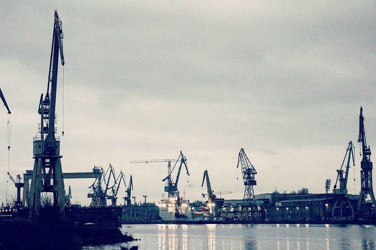 Szczecińskie żurawie portowe. #Poland #photography Harbor Transportation Ship Industry Water Sky Outdoors Day No People Tall Ship