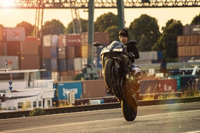 Wheely Wheelie Stunt Motorcycle Architecture Real People Built Structure Transportation Outdoors One Person Motion Lifestyles People