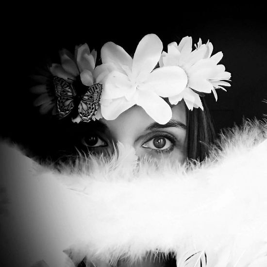 Mirada #blackandwhite #Eyes #flowers #sensual Seduction #Miradas #Look #looking At Camera Flower One Person Adult Adults Only Beautiful Woman People Only Women