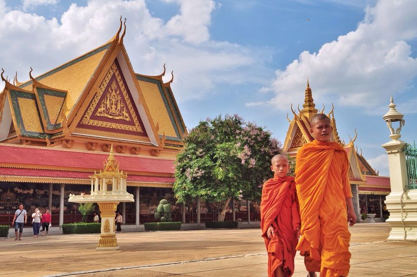Buddhist Buddhism Buddha Phnom Penh Cambodia 43 Golden Moments Monk  Royal Palace Colour Of Life Color Palette Eyeemphoto Two Is Better Than One Architecture People And Places TakeoverContrast Dramatic Angles