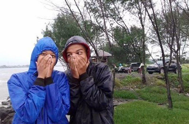 With my crazy friend Koncoku koncoku, iso koyo ngono ik 😄😃😊 Jalanjalan Friends Schoolmate Tekenbye📷 @cellineamarap