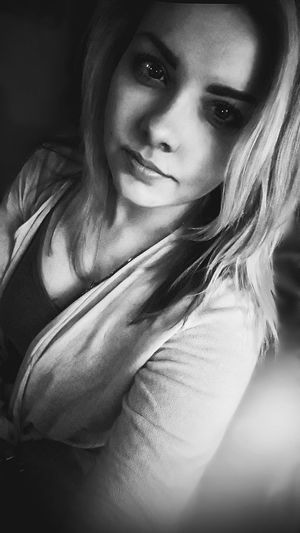 hi. 😉📸 Portrait Looking At Camera Young Adult Close-up EyeEm Best Shots Taking Photos Weekendvibes Hello World MeMyself&I Light And Shadow Blackisbeautiful Looking At Camera Blonde Girl Monochrome Blackandwhite Selfie ✌ Selective Focus Cute Hi Eyeemphotography Photooftheday Check This OutEyeEm Gallery Enjoying Life Lessismore