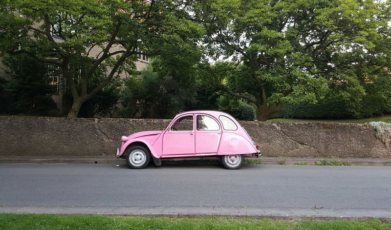 La vie en rose. Pink Rosé Car Voiture Pink Car La Vie En Rose Bruxelles Brussels Belgium Belgique