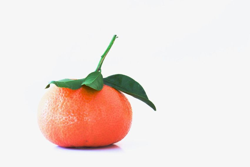 Fruits Nature Photography Naturelovers Nature Mandarins Fruit Tangerine Healthy Eating Fruit White Background Citrus Fruit Cut Out Food And Drink Healthy Eating Food Leaf Freshness Red Single Object Ripe Studio Shot Agriculture No People Healthy Lifestyle Close-up