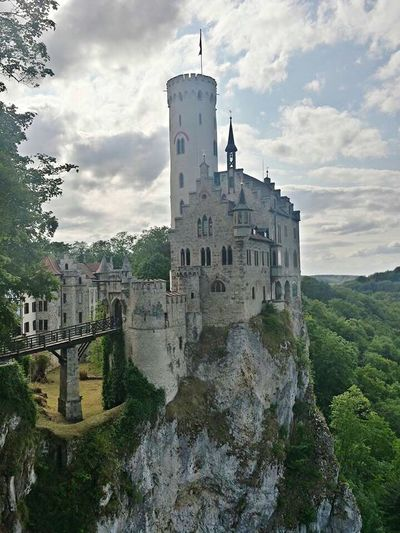Miles Away a castle on a cliff. Summeringermany EyeEmNewHere The Great Outdoors - 2017 EyeEm Awards The Architect - 2017 EyeEm Awards Castle Summer Nature Sunny Travel Destinations Tourist Destination Tranquility Let's Go. Together. Budget Traveller Your Ticket To Europe