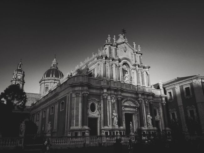 Catania Sizilien Sizilia Old Buildings Old Town Architecture_collection Architectureporn Light And Shadow Blackandwhite Black And White Black & White Blackandwhite Photography Black And White Photography Black&white Blackandwhitephotography Black And White Collection  City View  Duomo