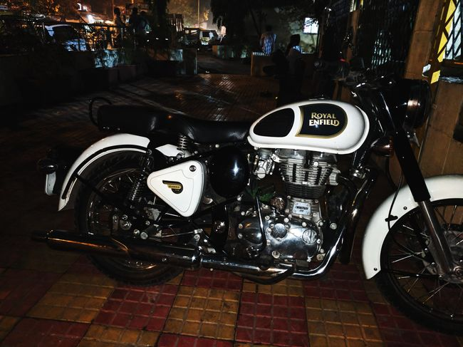 Royal Enfield Royalenfield Royalenfieldbeasts Royalenfieldindia RoyalEnfieldClasic Royalenfieldbullet ROYALenfieldLOVE Bike Blackandwhite
