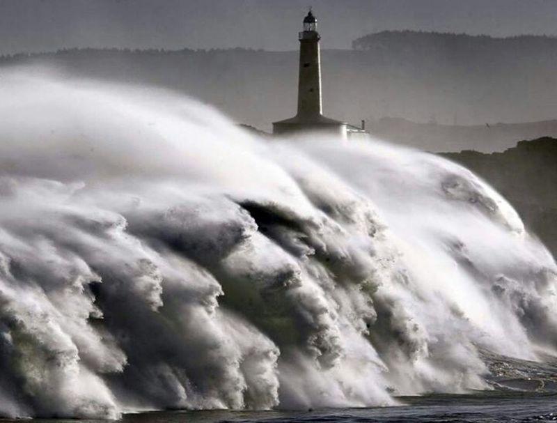 Tempest Storm Invation Sea
