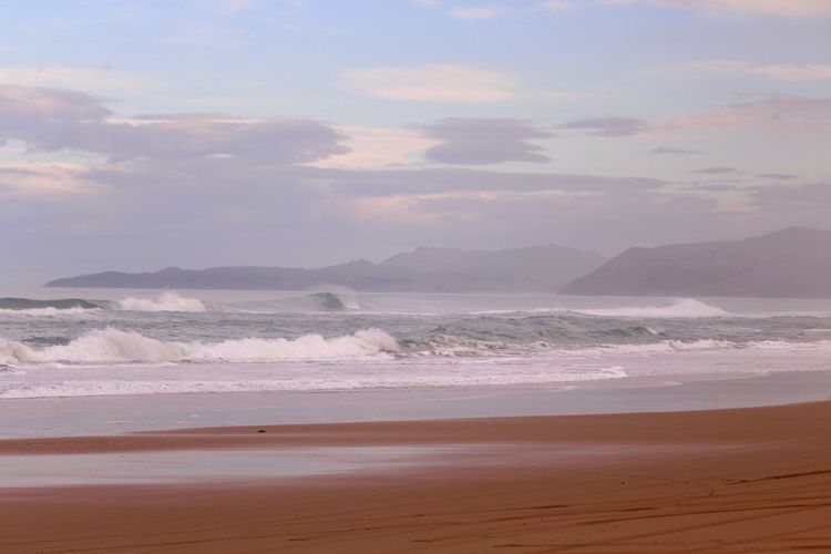 EyeEmNewHere Surfers Paradise Travel Destinations Tranquility Waves Rolling In A Frame 4x4 North Ocean