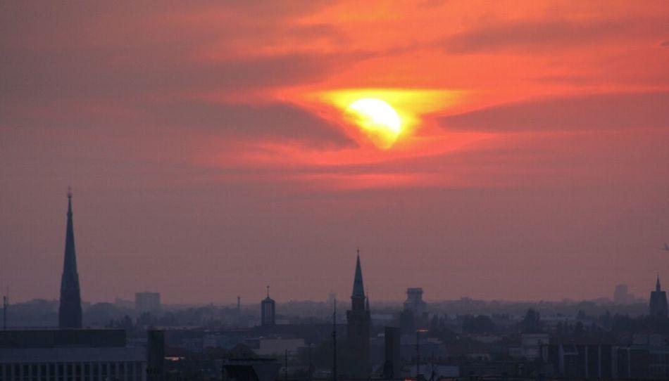 Quando scende ovunque sei..non serve capire e sentire non basta...se non ti fermi..se non lo sai fare. Sali piano allora e trattieni l attimo e il respiro, impresso come un fotogramma. ..come un calco di felicità.. I Love Berlino Popular Photos I Love Berlin Sunset
