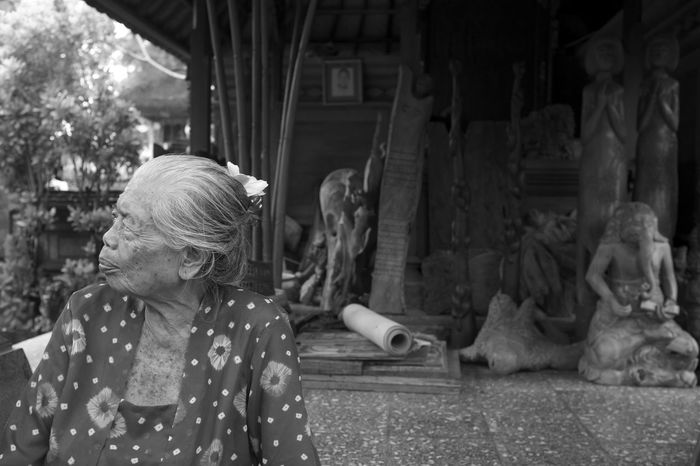 Ethereal Portraits of the Women of Bali published on the March 2017 issue of LE Magazine. Full essay here http://liveencounters.net/2017-le-mag/03-march-2017/mark-l-chaves-capturing-visages-mystery/ B&W Portrait B&w Street Photography Bali Bali, Indonesia Balinese Woman Black And White Day Documentary Editorial  Elderly Woman INDONESIA Lifestyles Monochrome Natural Light Portrait One Person Outdoors Photo Essay Portrait Of A Woman Real People Sculpture Statue Wise Woman Women Who Inspire You The Portraitist - 2017 EyeEm Awards Place Of Heart