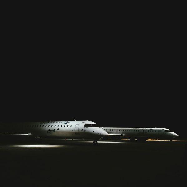 Crj1000 Sultan Hassanudin International Airport Garudaindonesia Makassar-Indonesia Sulawesi Selatan Sony Xperia M Dual Night