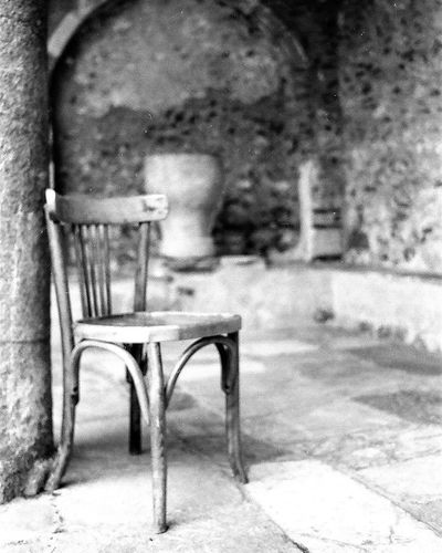 Mistras Byzantine Byzantine Architecture Byzantine Church Greece Destination Traveling Pelloponisos Church Film Film Photography Filmisnotdead Film Is Not Dead Kodak Kodaktmax400 Kodaktmax Greecetravelgr Chair History Historical Building Historical Monuments History Through The Lens