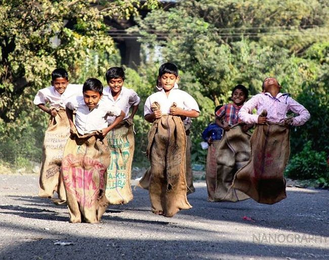 Sackrace 🏃 . School Sackrace Kids _soi _oye Jj_portraits Rsa_portraits Jj_forum Jj  Jj_humanedge Jj_emotional Rsa Streetsofmumbai Aamchimumbai Sports Agameoftones Visualsoflife Creative Love Art Indian Indianphotography Indianphotographers