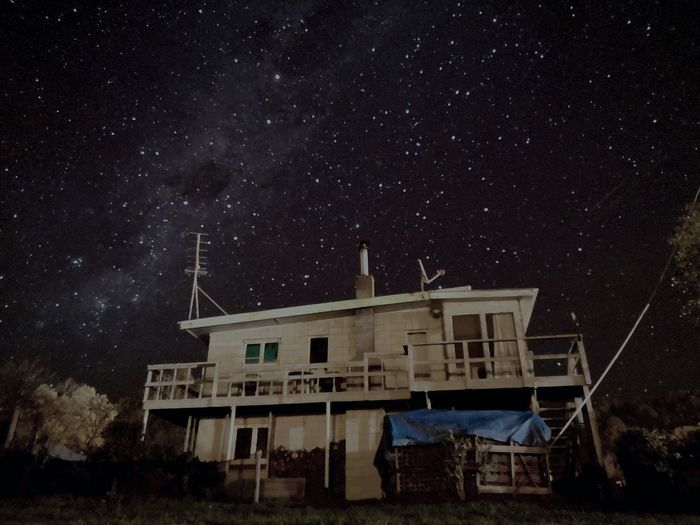 Kiwi living under the milky way Astronomy Galaxy Space Milky Way Star - Space Constellation Astrology Sign Star Field Starry Sky Residential Structure The Great Outdoors - 2018 EyeEm Awards The Architect - 2018 EyeEm Awards
