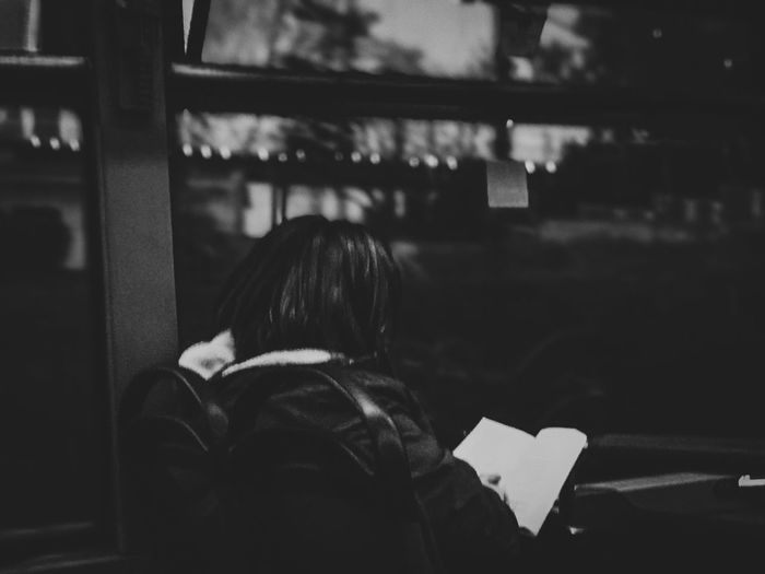 Reading..🖤