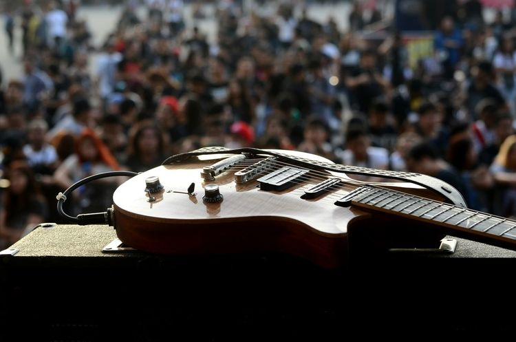 Concert Photography Guitar Focus On Foreground Outdoors Lieblingsteil
