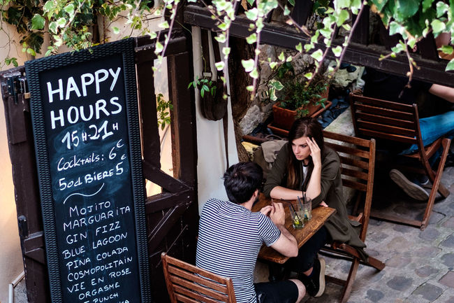 Couple France Mann Und Frau Montparnasse Montparnasse, Paris Paris Bar Boy And Girl Cafe Cafeteria Frankreich Man And Woman Paar Painter Painting People Sitting In Cafe Spring Street Streetphotography Summer Talking